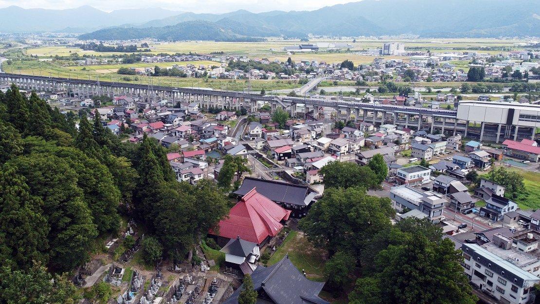 上越新幹線浦佐駅から徒歩7分(約500m)